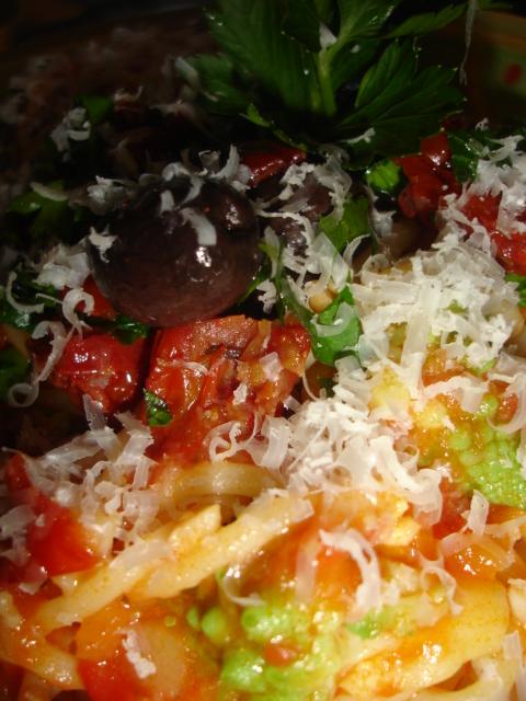 Le samedi soir c 39 est pasta party spaghetti la sauce tomate et chou romanesco cook n 39 tinem - Comment cuisiner le chou romanesco ...